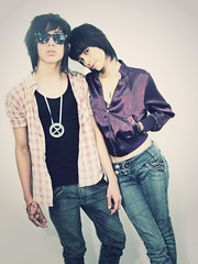 Love us or... (Sid_arthur) Tags: boy urban art girl fashion vintage photography ecuador girly gorgeous emo american latin lovely latinos sexi androginous scne sidarthur androngenic