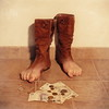 El modelo rojo (RoxiRosita) Tags: feet shoes boots surrealism surreal magritte agosto rené pies terror pintor botas obras surrealismo botin surreale renemagrite roxirosita elmodelorojo cynthiaroxanariosnuñez