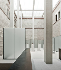 Neues Museum Lichthof (96dpi) Tags: light berlin museum architecture modern licht bright hell clean collection architektur sauber museumsinsel neues chipperfield neuesmuseum showcases sammlung restauration vitrinen antikensammlung
