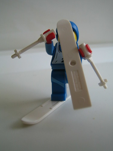 Minifig Series 2: Skier (skiing incident)