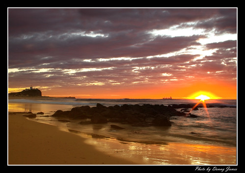 Sunrise - Nobbys Beach - 15-08-2010 - 055- Framed
