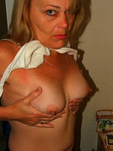 breasts without women bra photo pics: womeninbras