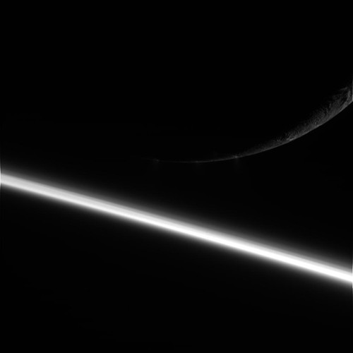 cassini_enceladus_crescent