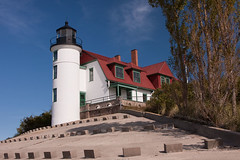 Point Betsie Lighthouse, Revisited - and Restored (John H Bowman) Tags: lighthouse lighthouses michigan september lakemichigan greatlakes phare 2009 aton michiganlighthouses benziecounty nrhp greatlakeslighthouses canon24105l navigationalaid navaid lakemichiganlighthouses pointbetsielight lighthousetrek september2009 signalisationmaritime