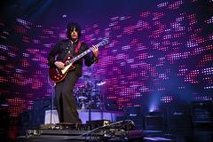 Stone Temple Pilots. Roy Wilkins 2010 ([the] Printer) Tags: canon lights concert guitar stage band wideangle 7d wa venue 1022mm guitarist stp stonetemplepilots roywilkinsauditorium deandeleo