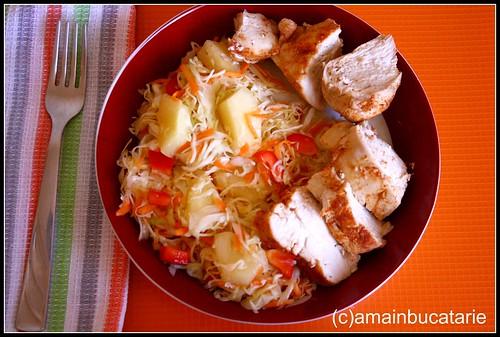 Articole culinare : Piept de pui cu salata de varza si ananas