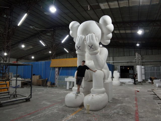 KAWS-Sculpture-in-Hong-Kong