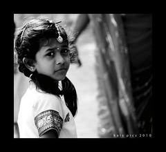 LOOK BACK (Kals Pics) Tags: portrait india girl look canon blackwhite back kid candid tamilnadu cwc 50d vedanthangal 18200is kalspics chennaiweekendclickers