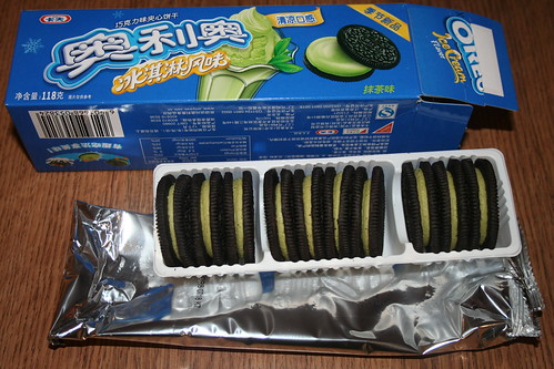 2010-08-28 - Shanghai - Ice-cream Oreos - 02 - Innards