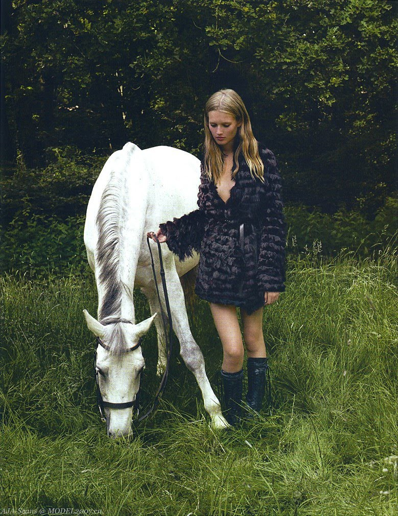 Corinne_Day_Toni_Garrn_and_Vinnie_Woolston_Vogue_China_November_2008_BRITISH_COUNTRY_STYLE_003._ct