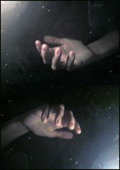 mano Ipad (luli.aires) Tags: portrait reflex buenosaires hand main reflejo mano autorretrato lefthand ohhh ipad opposti flickraward manoizquierda sfm0217 ipad32gb