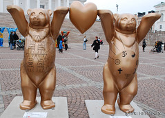 Golden Rule & Global Ethic (Ari Helminen) Tags: life bear autumn art colors statue standing suomi finland oso helsinki peace arte bears exhibition harmony handsup understanding syksy karhu rauha unitedbuddybears taide vrit