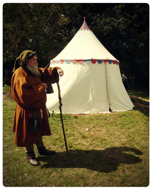 Herstmonceux Medieval Festival ~chaucer storyteller