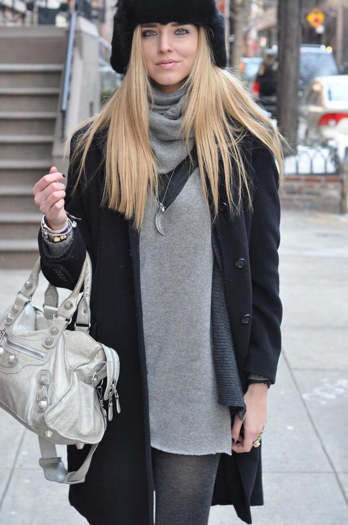 Que mettre avec une robe en laine grise