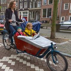 WorkCycles Kr8- 2 kids behind cover (@WorkCycles) Tags: bakfiets kr8 workcycles boxbike fiets transportfiets amsterdam jordaan kids family rain cover box children kinderen familie