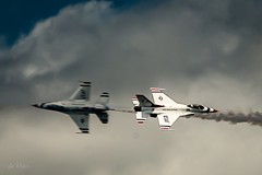 Near miss! (Dr. Farnsworth) Tags: planes airshow usaf thunderbirds near miss opposite directions trverse city mimichigansummer july 2017
