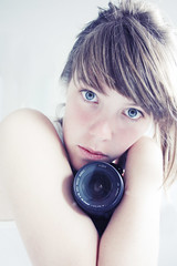 ... (takeitysie) Tags: camera pink blue white me girl canon eyes arms belgium explore portret zelfportret ik zelf explored i canon400d severens tysje takeitysie tysjeseverens
