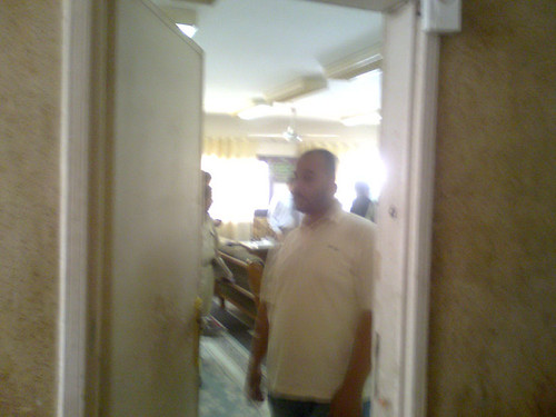 المحاميان وخال محمد صلاح داخل غرفة وكيل النيابه