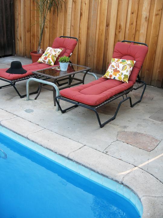 backyard+poolside+lounge chairs