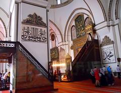bursa 144 (ebruzenesen - esengül) Tags: turkey islam turkiye mosque bursa mimari camii anıt namaz kırmızı osmanlı büyük ulucamii müslüm ivazpaşa müslüman hüsnihat islammimarisi yıldırımbayezid ebruzenesen 13951399