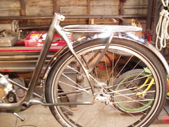 vermont rack (METROFIETS) Tags: green beer bike bicycle oregon garden portland construction paint nw box handmade steel weld coat transport craft cargo torch frame pdx custom load cirque woodstove builder 2010 haul carfree hpm stumptown paragon chrisking shimano custombike cargobike handbuilt beerbike workbike bakfiets cycletruck rosecity crafted 4130 bikeportland braze longjohn paradiselodge seattlebikeexpo nahbs movebybike kcg phillipross bikefun obca jamienichols boxbike handmadebike oregonhandmadebikeshow hopworks metrofiets cirqueducycling oregonmanifest matthewcaracoglia palletbike oregonframebuilder seattlebikeshow bikefarmer