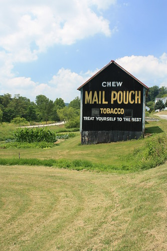 Chew Mail Pouch Tobacco Barn - Old Concord, PA