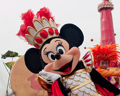 Mythic Minnie Mouse (Peter E. Lee) Tags: red white love japan roman spirit jp chiba armor crown minniemouse tokyodisneysea 2010 plume tds watershow tdr tokyodisneyresort tokyodisneylandresort thelegendofmythica disneyphotochallenge disneyphotochallengewinner tdlr