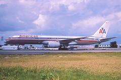 46at - American Airlines Boeing 757-223; N699AN@SXM;01.02.1999 (Aero Icarus) Tags: plane saintmartin aircraft americanairlines flugzeug sxm avion slidescan boeing757 princessjulianainternationalairport reupload n699an