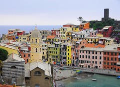 Vernazza (daniele romagnoli) Tags: sea italy color colors italia mare colore village liguria cinqueterre borgo bellaitalia colorfulhouses casecolorate bellitalia romagnolidaniele