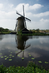 Windmill of Holland (Kinderdijk) (pas le matin) Tags: sky cloud holland reflection mill netherlands windmill clouds moulin reflet ciel nuage nuages polder nnuphar paysbas kinderdijk waterlilly hollande moulinvent