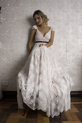 Vestido Hollywood Glamour (A MODISTA LOJA) Tags: flowers flower vintage bride sopaulo gorgeous retro casamento weddingdress mariage jardins dressmaker atelier vintagestore silkflowers retrostyle lacedress vintagedresses antiquelace fabricflowers modiste modista antiquedress robedemariage fotosdecasamento vintageweddingdresses retroshop thedressmaker vintagelacedress floresparacabelo amodista floresdeseda albumdecasamento lamodista lojaamodista asmodistas fotografosdecasamento penteadonoiva acessoriosparanoivas atelierdecostura noivamoderna atelierdenoivas saladenoiva vestidodenoivavintage lemodiste noivavintage vintagemariage bridalacessories vestidodenoivasobmedida noivasobmedida vintagerobedemariage thevintageweddingdress lasmodistas lesmodites estilistasdenoivas vintagestule vintageatelier vintageweddingshop