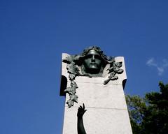 Monument  Dollard des Ormeaux, parc Lafontaine (myrique baumier) Tags: monument montral parclafontaine plateaumontroyal dollarddesormeaux gwim mltguessed adamdollarddesormeaux