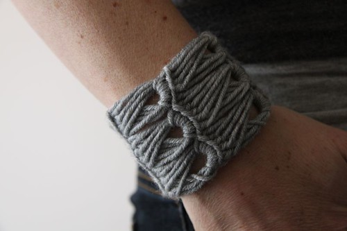 How to make the contortionist crochet cuff...