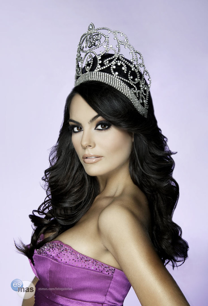 Miss Mexico Jimena Navarrete crown