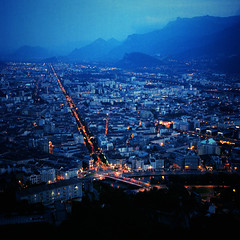 La ville bleue (CuriousLight) Tags: blue orange france 120 6x6 film grenoble yashicamat124g labastille kodakprovia400