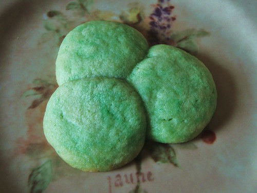 green shamrock sugar cookies - 45