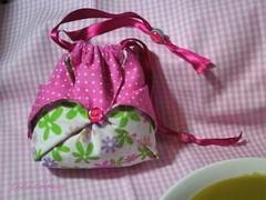bolsinha origami  (com link do pap) (Carla Cordeiro) Tags: origami botão sopa patchwork bolsa pap conta dobradura vidasimples passoapasso fitadecetim sopadeervilha orinuno
