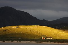Eadar Dh Fhadhail (Ardroil) (the44mantis) Tags: sunset mountain island coast scotland dusk hill lewis escocia explore highland croft moor uig gaelic hebrides schottland schotland ecosse scozia suaineabhal ardroil crowlista suainaval scenicsnotjustlandscapes cradhlastadh