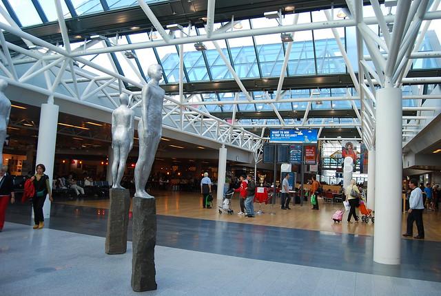 Interior del aeropuerto internacional de Keflavík