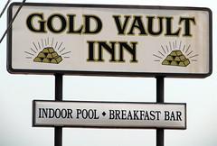 Gold Vault Inn (SeeMidTN.com (aka Brent)) Tags: sign gold inn kentucky ky motel fortknox dixiehighway radcliff hardincounty us31 us31w bmok goldvault bmok2 bmokmotel