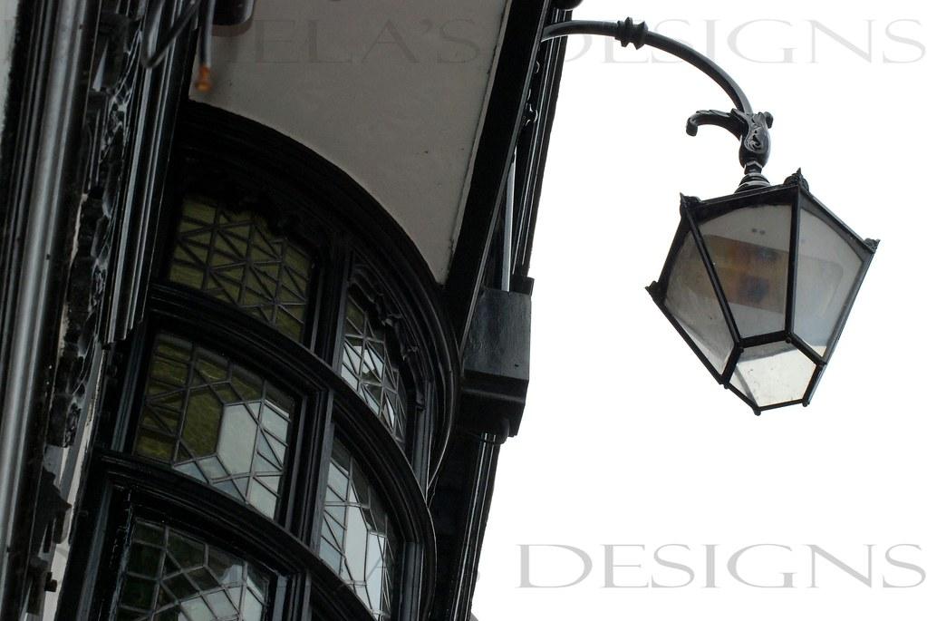 BAY WINDOW & LAMP