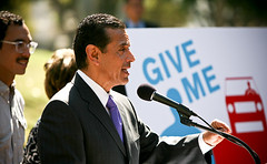 Bicycle Safety Awareness Ad Campaign 12 (Antonio Villaraigosa) Tags: bicycle la losangeles mayor cityhall villaraigosa antonio labike mayorantoniovillaraigosa labikes
