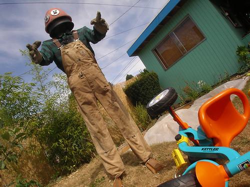 DIY Robot-Zombie Scarecrow