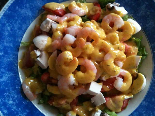 Easy green salad with shrimps and sour dressing