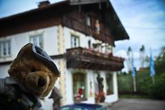 (DiNG_19o4 - SD.Lara) Tags: bear wood shop germany bayern deutschland bavaria carving ammertal