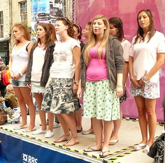 Edinburgh Fringe Festival: In the Pink (chairmanblueslovakia) Tags: street city pink festival shirt female scotland high edinburgh university all sandals capital royal scottish bank fringe pot belly oxford ugly barefoot denim shorts plain polo mile picnik janes 2010 rbs acapella