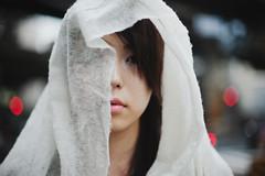 red light (zuru1024) Tags: portrait girl canon eos 50mm tokyo dof bokeh strokes f14 5d ef