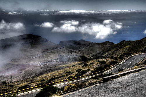 Road and clouds. Madeira. Carretera y nubes