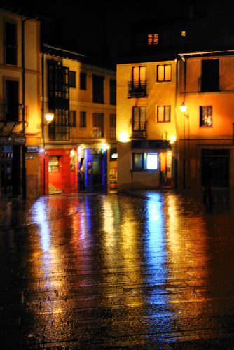 Lights in a rainy night. Leon. Luces en una noche lluviosa