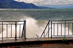A l'assaut des quais (Diegojack) Tags: vent eau lac vagues paysages